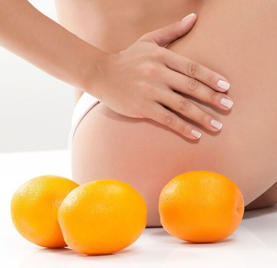 a-plomb-massage-woman-with-oranges-next-to-her
